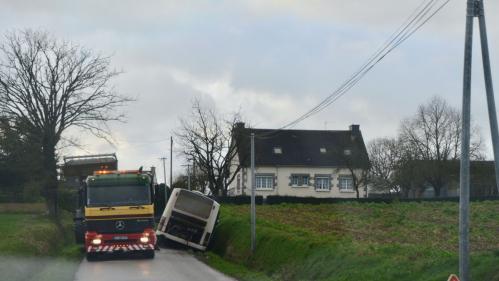 Morbihan : un transporteur évacue discrètement 51 enfants d'un car scolaire accidenté
