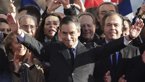 """VIDEO. """"Ça y est, il a lâché"""" : le jour où Sarkozy a cru que Fillon se retirait de la course à la présidentielle"""