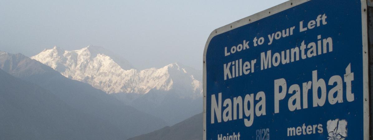 """Propagande nazie, avalanches et attentat taliban : le Nanga Parbat, la """"montagne tueuse"""" qui dévore les alpinistes"""