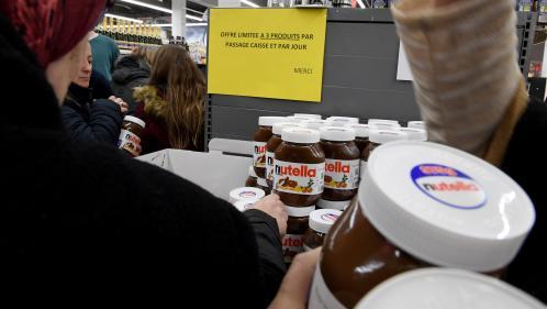 Pots de Nutella, couches Pampers... Quatre questions sur ces promotions qui provoquent des bousculades à Intermarché