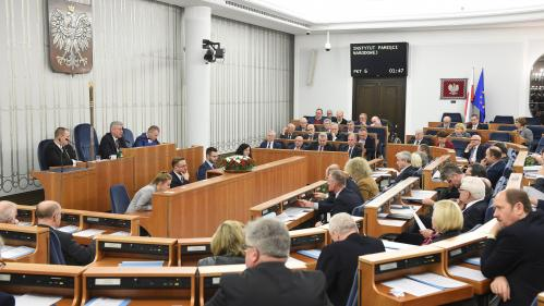 La Pologne adopte une loi controversée sur la Shoah