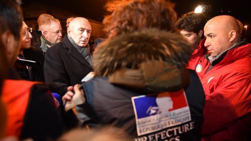 """Rixes entre migrants à Calais : Gérard Collomb dénonce """"un degré de violence jamais connu"""""""