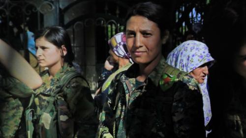 Syrie : les images du corps atrocement mutilé d'une combattante indignent les Kurdes