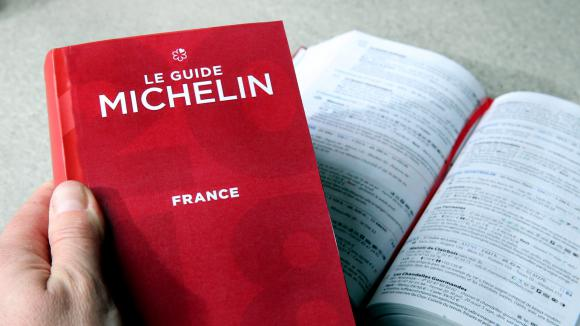 Le guide Michelin.