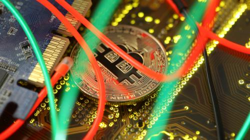 Après trois ans de mystère, un homme résout un puzzle et gagne 40 000 euros de bitcoins