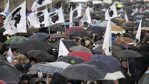 Statut de la langue, sort des prisonniers... Les dossiers épineux qui attendent Macron en Corse