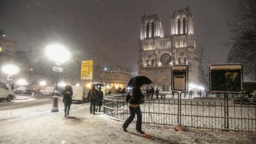 """DIRECT. Neige en Ile-de-France : la SNCF appelle les voyageurs à """"reporter leurs déplacements"""""""