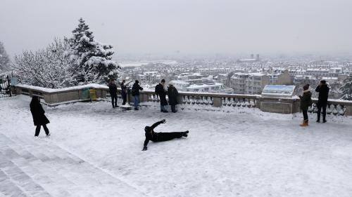 """Neige à Paris : """"il y a clairement plus de traumatismes"""", décrit un urgentiste"""