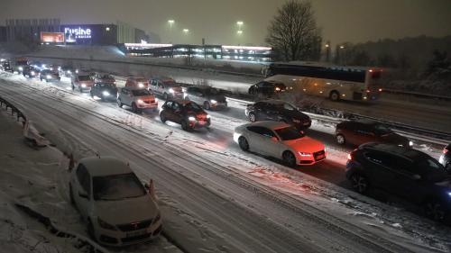 Perturbations sur la route, trains ralentis, bus à l'arrêt.... La neige paralyse l'Ile-de-France