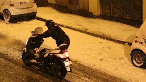 Météo : a-t-on le droit de ne pas aller travailler à cause de la neige ?