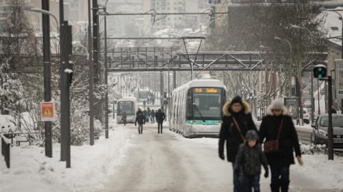 Explosion des tarifs des VTC, pénurie de produits frais… L'effet boule de neige de la vague de froid en Ile-de-France