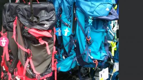 Interpellé pour des sacs à dos jugés sexistes, le community manager de Decathlon appelle au calme