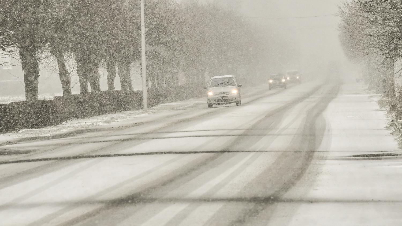 Intempéries : neige et verglas dans les Hauts-de-France - Franceinfo