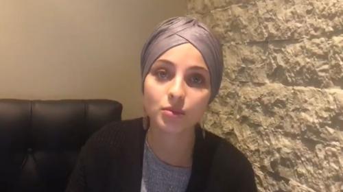 """Mennel Ibtissem, critiquée pour des messages sur les attentats, annonce qu'elle quitte """"The Voice"""""""