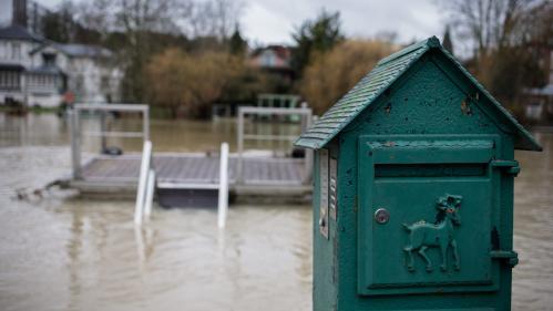 """Inondations, gel, neige : """"J'ai réservé l'hôtel jusqu'à fin avril"""", se désole une sinistrée de Nogent-sur-Marne"""