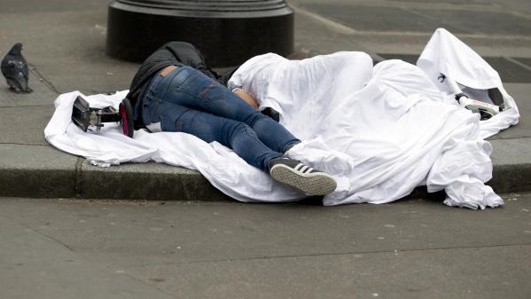 FranceTV info, Paris : combien de SDF dans les rues ?