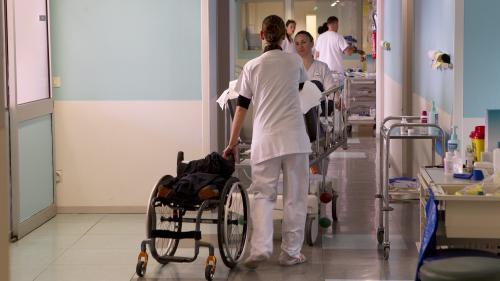 """D'anciens patients de l'hôpital public témoignent : """"Les compétences sont là, mais il y a un manque de moyens"""""""