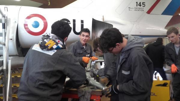 Réforme du lycée professionnel : avec son bac pro aéronautique, l'Aérocampus Aquitaine fait figure d'exemple