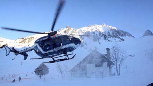 Hautes-Pyrénées : un jeune skieur de 19 ans retrouvé mort dans une avalanche  https://www.francetvinfo.fr/meteo/neige/avalanches/hautes-pyrenees-un-jeune-skieur-de-19-ans-retrouve-mort-dans-une-avalanche_2609188.html…pic.twitter.com/iLOt76NSOt