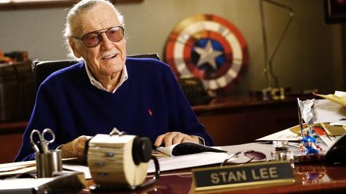 """Ego démesuré, plagiat et coups bas... La face cachée de Stan Lee, le """"père"""" des super-héros Marvel"""