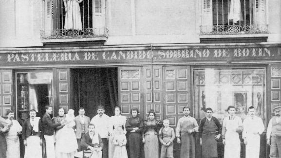 Une photo de l\'équipe du restaurant prise en 1887.