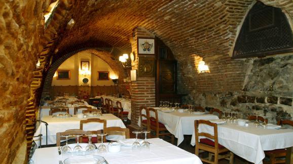 La salle voûtée du restaurant Botín, à Madrid.