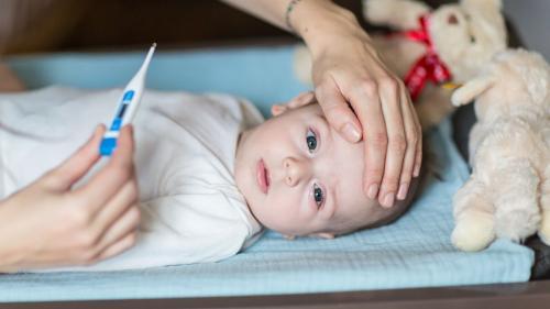 """Rhume, toux, fièvre... """"Que Choisir"""" publie une """"liste noire"""" des médicaments pour enfants : voici les traitements à éviter"""