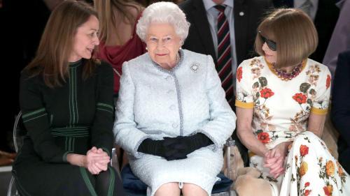 EN IMAGES. Royaume-Uni : la reine Elizabeth II assiste pour la première fois à la Fashion Week de Londres