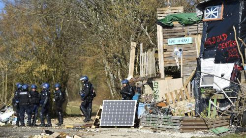 """""""Respect de la loi"""" ou """"résistance citoyenne"""" : l'évacuation de Bure divise les responsables politiques"""
