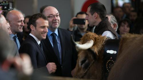 Sifflets, peluches géantes et cheminots : on vous résume la journée mouvementée de Macron au Salon de l'agriculture