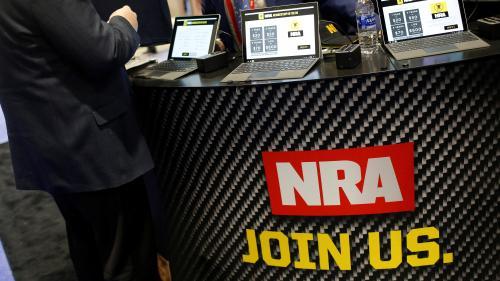 Hertz, Symantec, United Airlines... Plusieurs entreprises lâchent le puissant lobby américain des armes