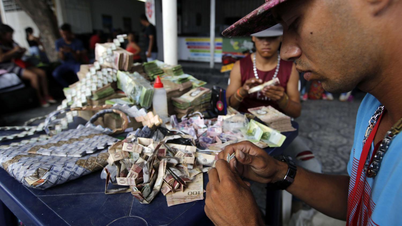 """Résultat de recherche d'images pour """"sacs et accessoires fabriqués monnaie vénézuélienne"""""""