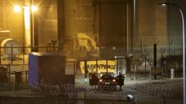"""ENQUETE FRANCEINFO. """"On est obligés de franchir la ligne jaune"""" : des militants de Greenpeace racontent comment ils mènent leurs actions chocs dans les centrales"""