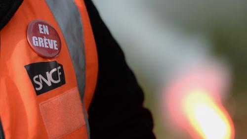 """""""Je bosse 36 dimanches dans l'année et ce n'est pas un privilège"""": à Saint-Pierre-des-Corps, les cheminots prêts à la grève"""