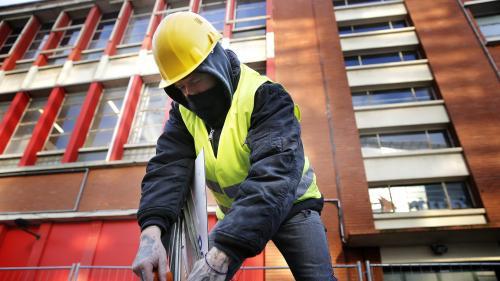 """""""Je prends des pauses au chaud"""" : les astuces des travailleurs en extérieur pour affronter le froid glacial"""