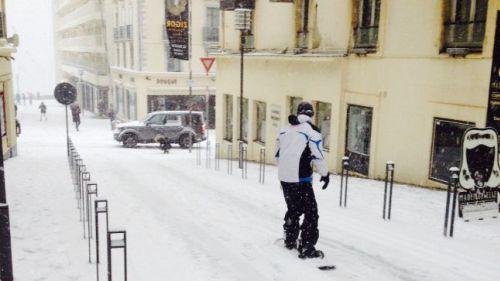 Neige : ça skie dans les rues du Sud-Ouest