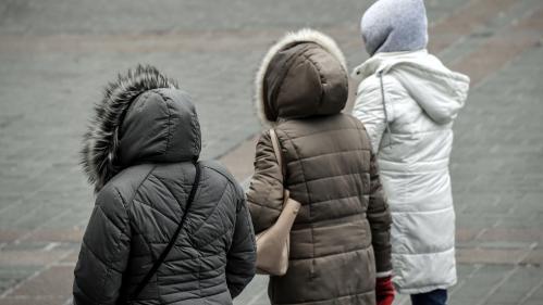 """""""C'est un événement citoyen"""" : une association invite à accrocher des vêtements chauds dans la rue pendant la vague de froid"""