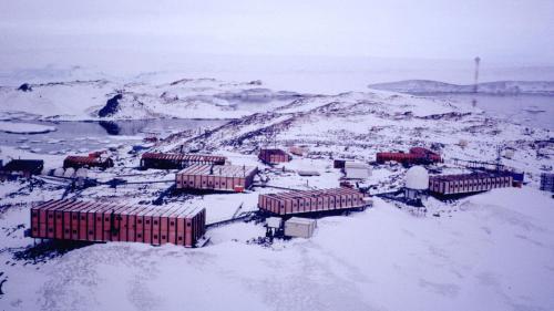 Aurores australes, vent glacial et huit mois d'isolement total: à quoi ressemble la vie dans une base de l'Antarctique?