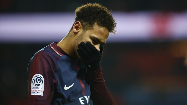 """Le PSG annonce que Neymar """"sera opéré en fin de semaine au Brésil"""", le joueur manquera donc le match retour contre le Real Madrid"""