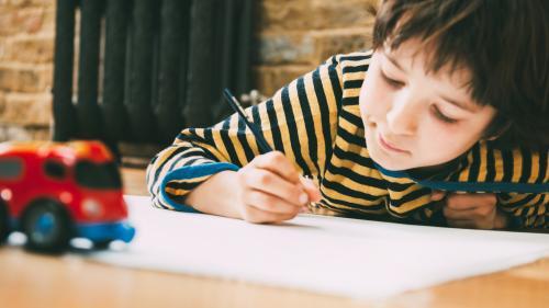 A cause des smartphones et des tablettes, de moins en moins d'enfants peuvent tenir correctement un stylo
