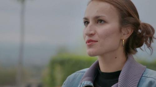 """VIDEO. """"Je n'ai pas compris qu'il continue de m'embrasser"""" : Floriane raconte le jour où elle a fini par capituler"""