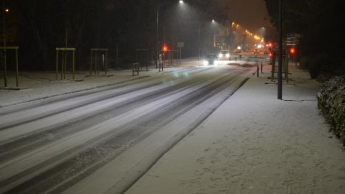 DIRECT. Neige : 56 départements en vigilance orange, des centaines d'automobilistes bloqués toute la nuit sur la route près de Montpellier