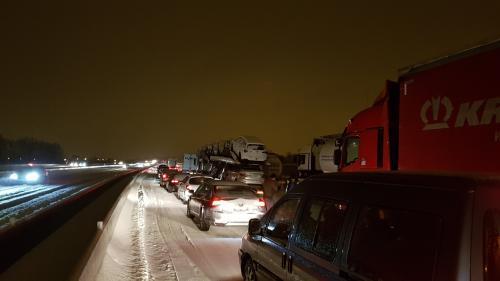 """Automobilistes bloqués par la neige sur l'A9 : """"On se sent vraiment abandonnés"""""""