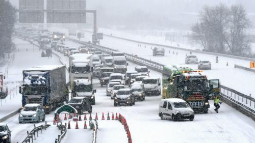 """Automobilistes bloqués par la neige sur l'A9: """"On a fait un kilomètre en treize heures"""""""