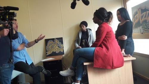 """VIDEO. Elles racontent leur vie de jeunes femmes en banlieue : regardez le documentaire """"Le Parcours des combattantes"""" sur France 5"""