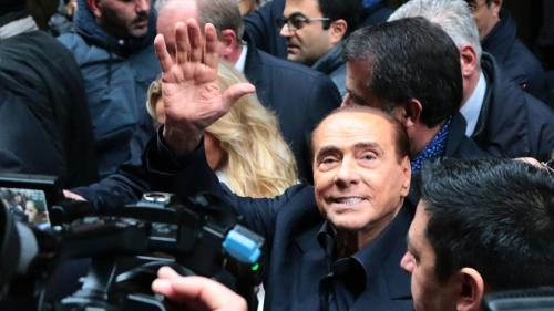 Blagues sexistes et promesses généreuses... Les vieilles recettes de Berlusconi pour gagner les législatives