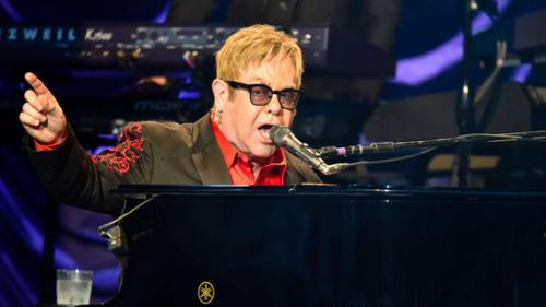 VIDEO. Elton John interrompt un concert à cause d'un fan grossier