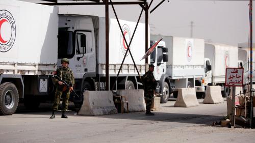"""Syrie : le premier convoi humanitaire écourte sa mission dans la Ghouta orientale """"en plein milieu des bombardements"""""""