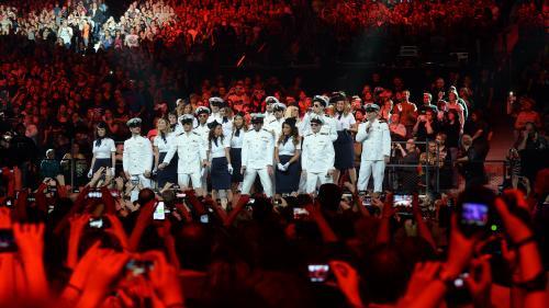 Le patron de Canal+ annonce qu'il va rétablir la diffusion de TF1 pour le concert des Enfoirés, mais le conflit n'est pas réglé