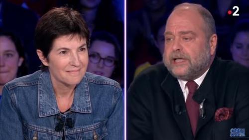 """VIDEO. """"Vous êtes très agressif monsieur"""", la prise de bec entre Christine Angot et Eric Dupond Moretti sur le plateau d'""""ONPC"""""""
